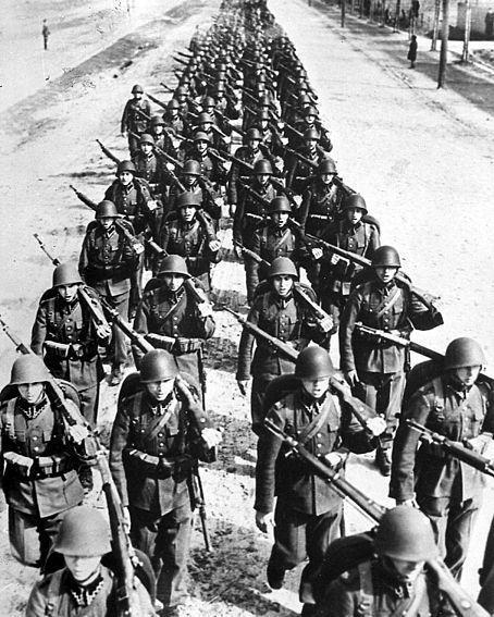 720勇士用命挡住42000名纳粹德军,主帅古德里安称赞:守的真棒!