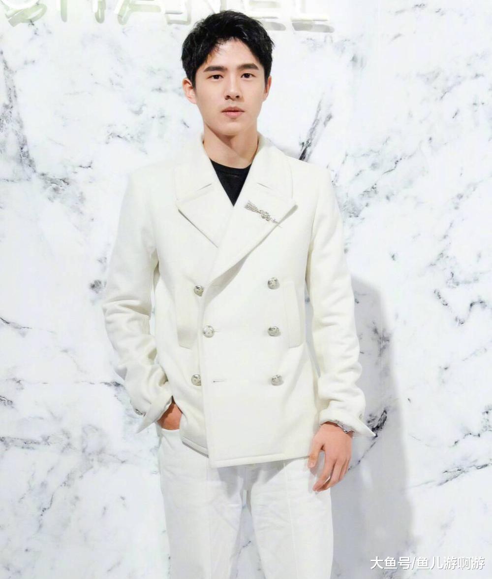 8大穿白色西装男星:刘昊然高冷,邓伦撩人,而他简直帅到犯规!