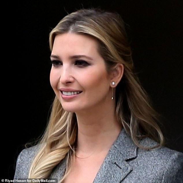 伊万卡穿灰色羊毛中套往白宫上班