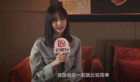 郑爽称与张恒在一起很简单,性格变好,网友:终于正常了