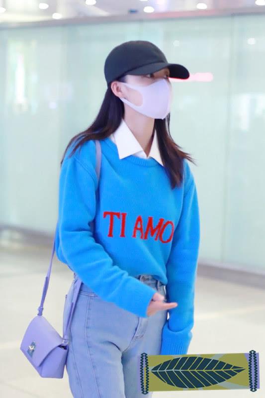 李沁的春拆不错,蓝色套头衫配白衬衫,浑清新爽又悦目!