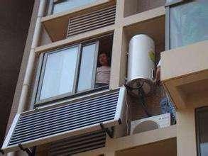 """太阳能热水器占地方? 这种""""新型""""的直接挂阳台, 方便实用!"""