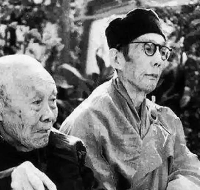 中国最后一个太监回忆皇宫:跪着伺候主子,娘娘洗澡从不亲自动手