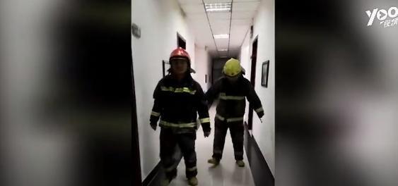 """整下26℃,被冻成""""企鹅"""" 白城消防两名队员年夜岁首年月三成""""网红"""""""