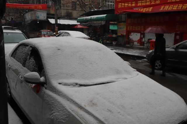 """下雪天汽车变""""冻车"""", 泊车办法让您一眼看出新人和老司机的区别"""