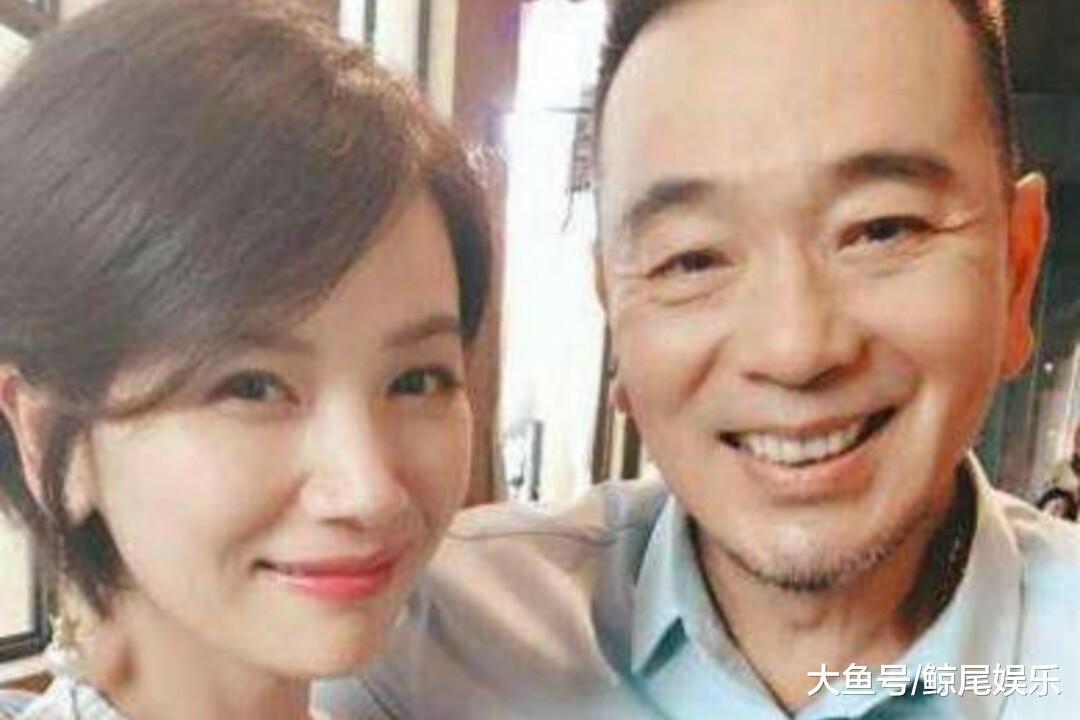 张晨曦隐婚20年的她曝光, 不供名利只供幸运, 现在被宠成公主