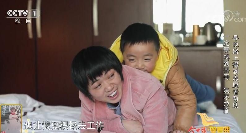 """从不经事的小女人到笑对坎坷人活门的强者,""""小哥哥""""是她28年的心底支持"""