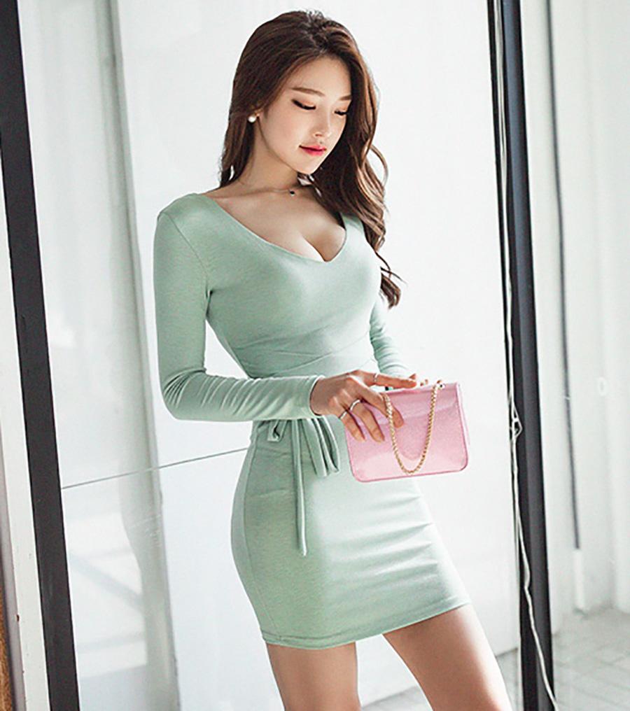 穿搭这款连衣裙,让你的气质迅速上升,让你的优雅随意释放