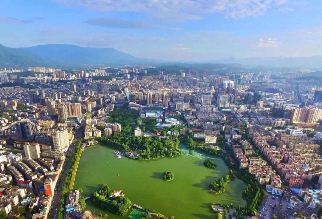 湖南最有望升为三线的城市,对接江西和广东,能北上长沙,南下广州