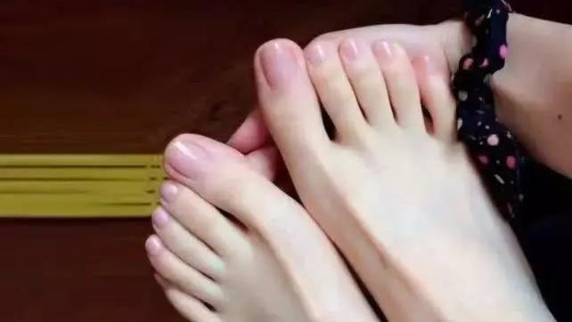 心理测试:4双脚你最想拥有哪一双,测你能征服心中的男神吗