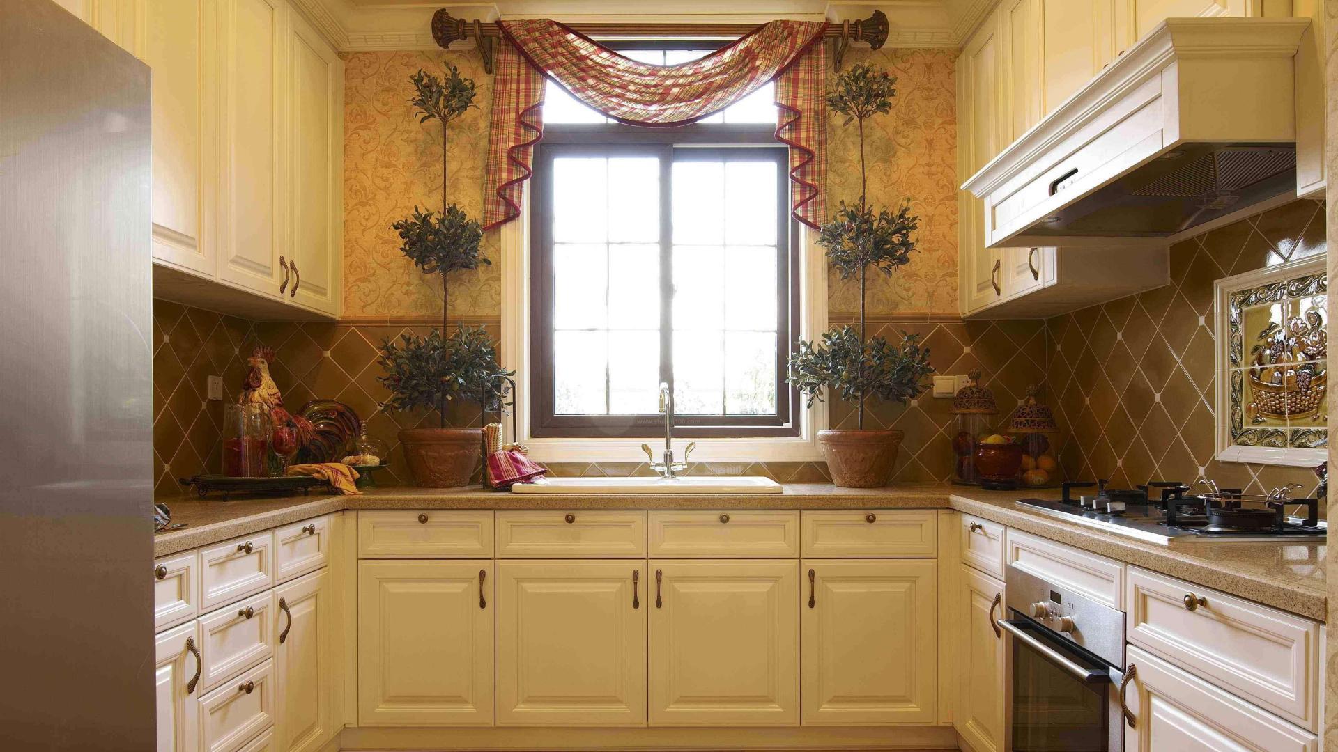 厨房物品不够位置摆放,这样做置物架,整洁美观又不占地