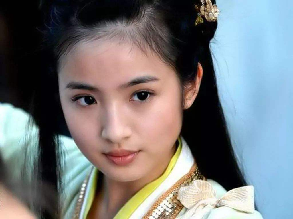 《小女花不弃》36岁演少女, 林依晨颜值崩塌却吸粉? 看了您便邃晓