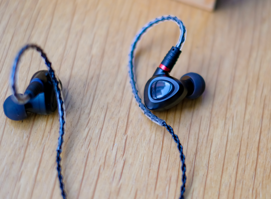 千元内音量最强HiFi耳机之一山灵ME100, 暖和声音让您不能自休