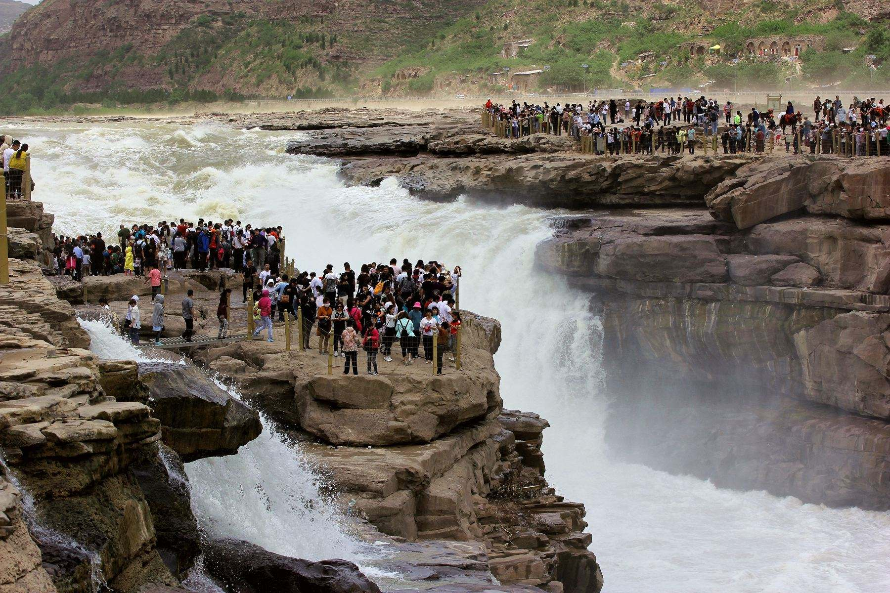 都知道汹涌奔腾的黄河,但都不知道有一道移动的瀑布,太神奇了