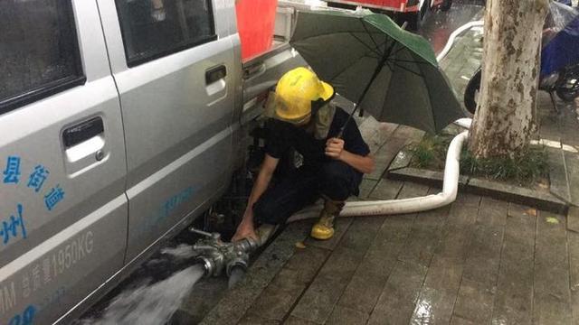 暴雨突袭桐庐消防接警29起救出被困人员10人