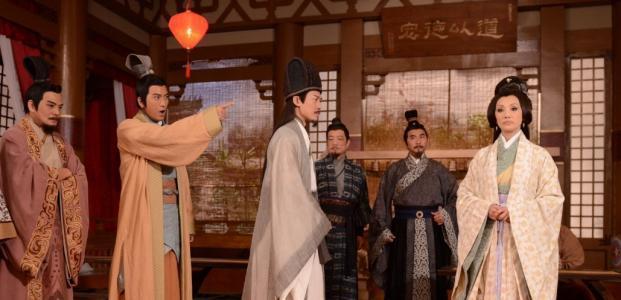 这人是三国中最早看穿刘备的人, 后倚赖曹操, 镇守一险峻之天