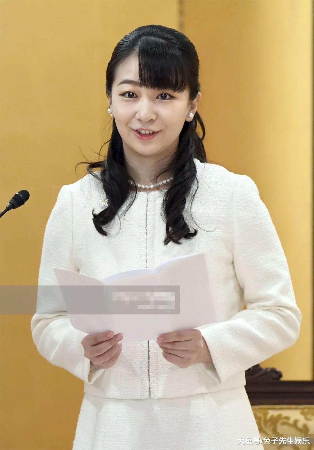 25岁佳子公主独自现身,接替纪子妃颁奖工作,本人比照片更漂亮