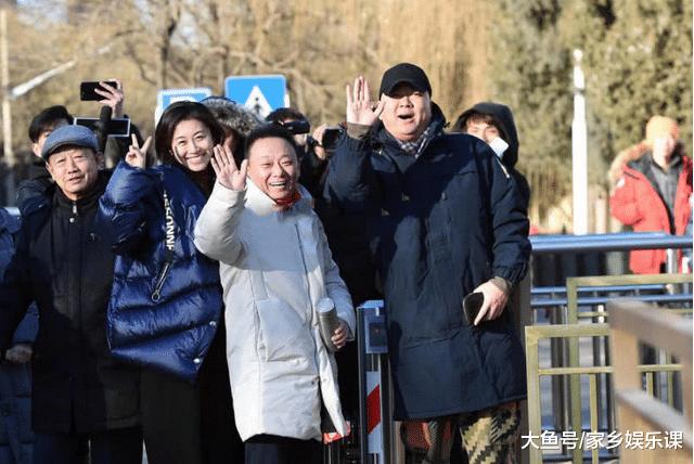 央视春早节目末审, 贾玲现身, 杨颖同伴包贝尔出演小品