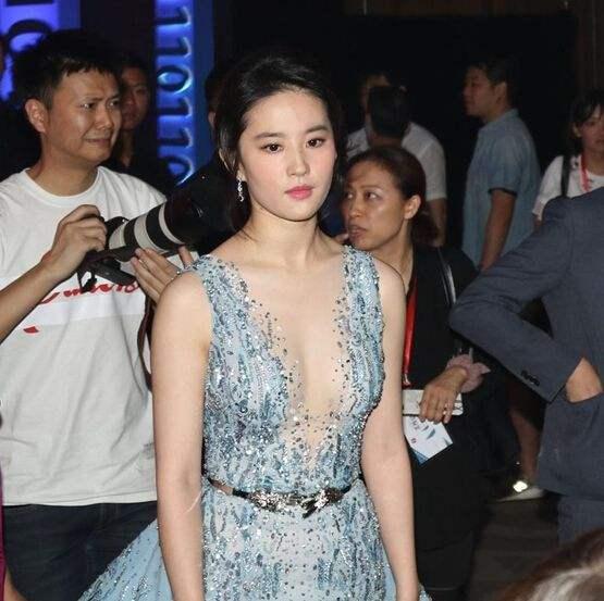 为啥刘亦菲学生时期没人追?当她学生照流出,网友:反正我不敢追