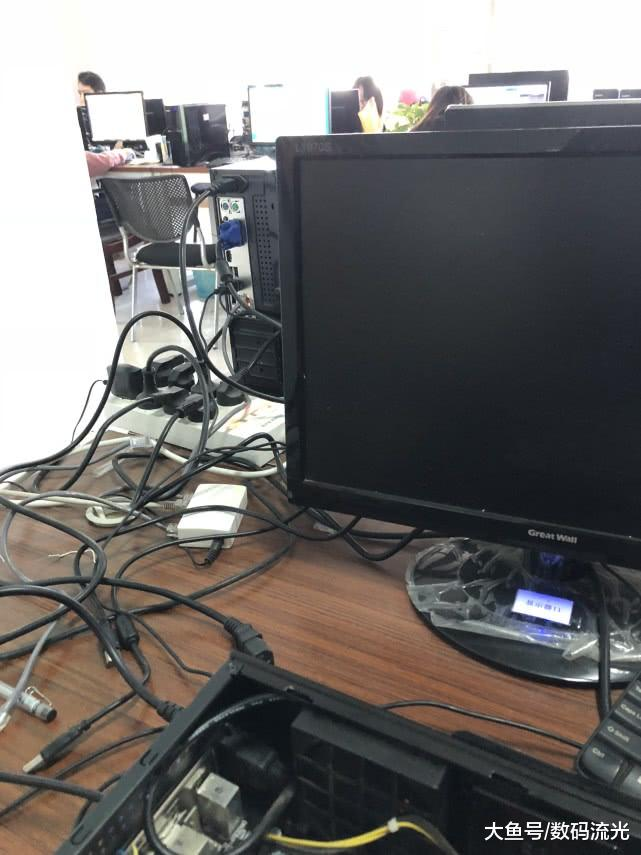 给公司修电脑,两台电脑抵我的工钱,大家说我要这电脑有何用?