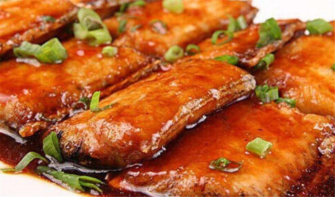红烧带鱼掌握这些技巧,味道不腥,酥脆浓香,下饭又下酒