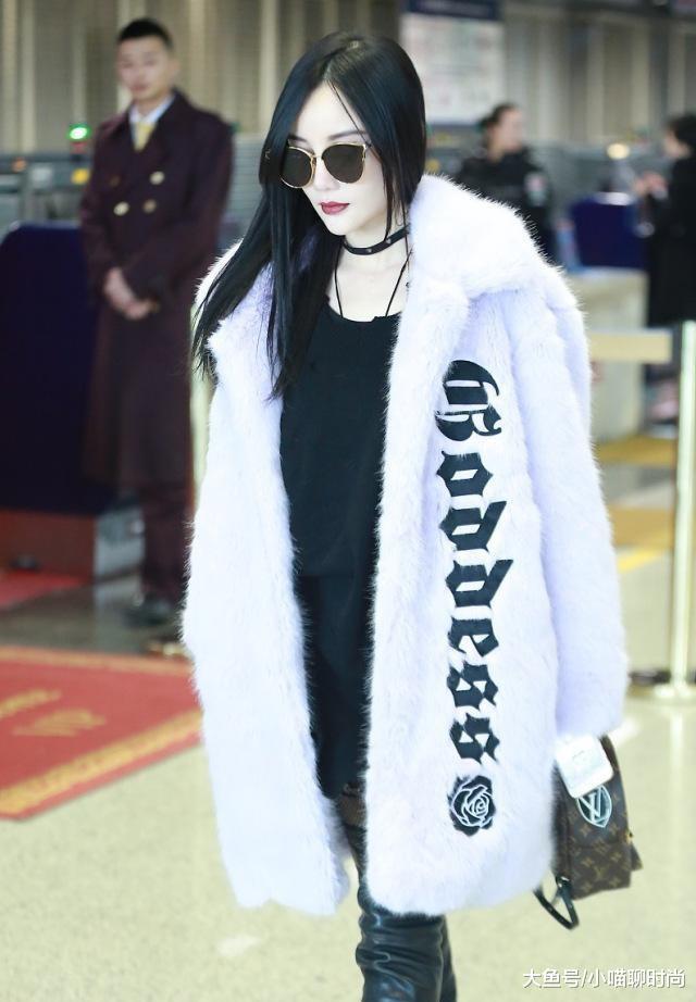 李小璐离婚后越发奢侈,穿皮草大衣配液体靴走机场,气场像阔太太