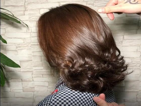 2019精选发型:女人40头发齐肩,锁骨烫迷人小5岁,只为有资色