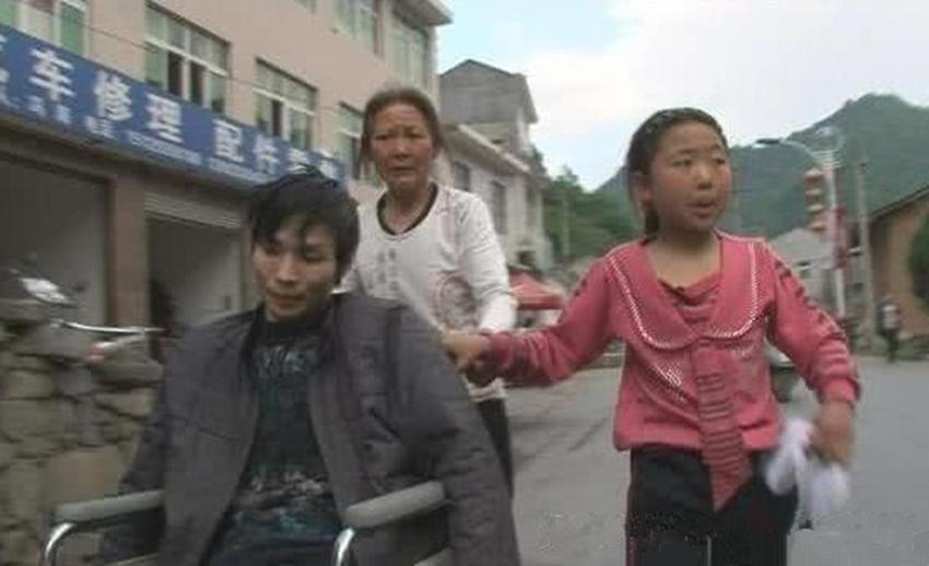 农村娃参加《变形计》染上公主病,逼奶奶买沐浴露,如今活成了这样
