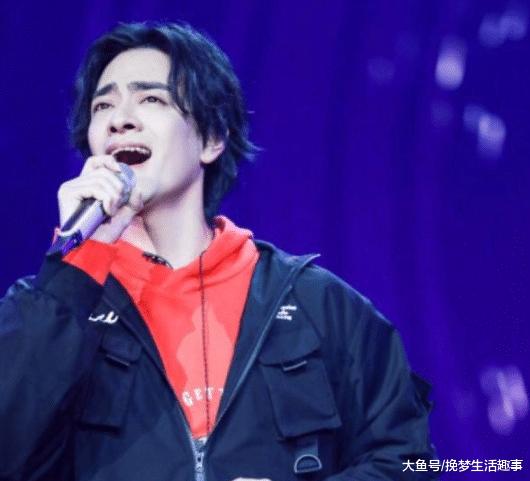 《歌手》:声入人心郑云龙退赛直逼热搜,新歌《亲爱的》全网沦陷