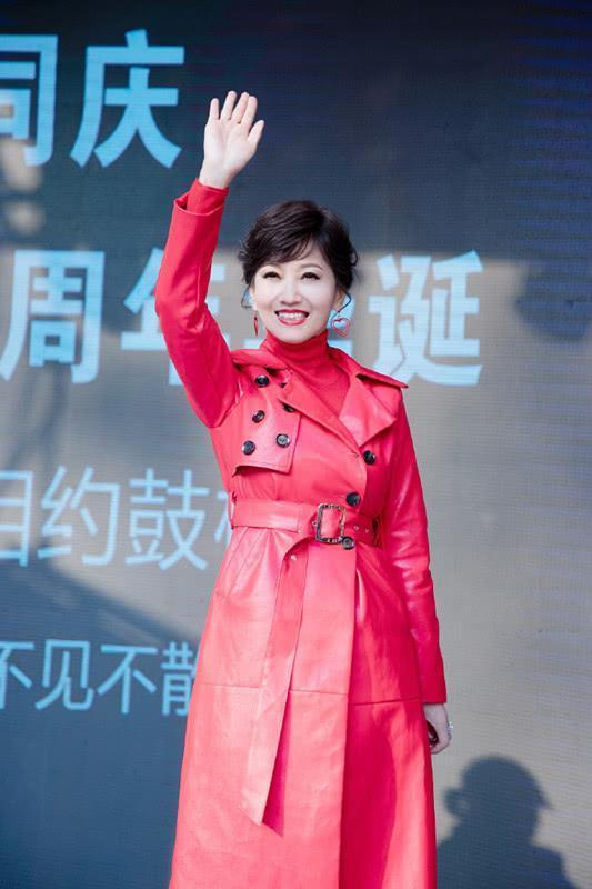 赵雅芝换发型,扎了个马尾辫美得很有少女感,减龄了不少!