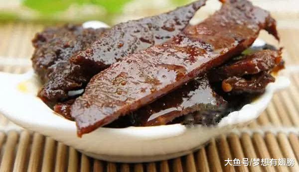 牛巴——玉林特点厚味, 是本地人招待客人的好菜, 也是过年必备的年货