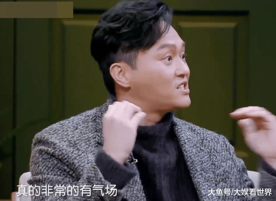 汪峰章子怡小区内遛狗,两人对话温馨实足,张智霖:那反差有面年夜