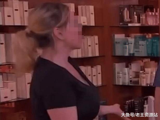 """现实版""""吸血鬼""""?国外女子靠咬人为职业,一小时收费高达1700元"""