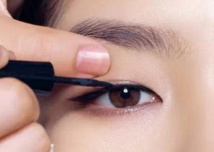 教你4种淡妆眼线画法,从此菜鸟变司机!