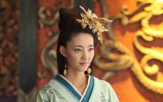 她本是个村妇, 为了一句预行, 甩掉丈夫和女儿, 进宫成为一代皇后