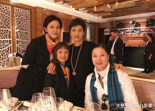 62岁邓婕近照,一决定让她痛苦一生,12岁女儿越来越像张国立