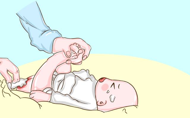 换尿不湿时,两种很伤宝宝的动作,新手爸妈记得要避免