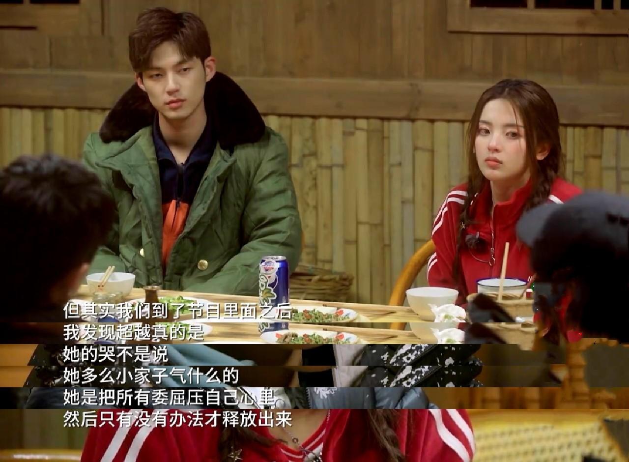 王源很懂杨超出,面明她爱哭的本果,现编的歌词道尽她心事