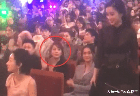 毫无演技都可以获奖,谁注意到了台下她的表情,网友大呼心酸