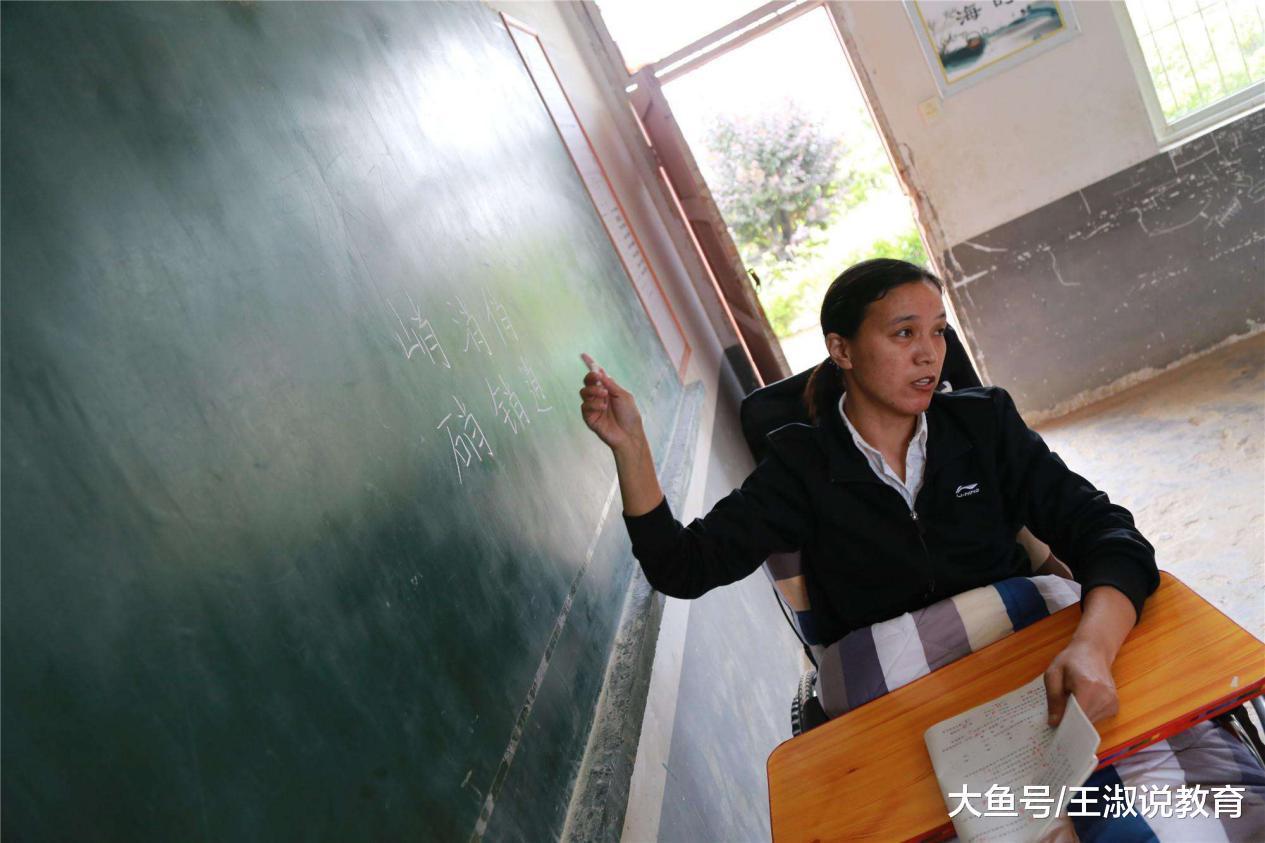 都说老师很辛苦, 但岗位竞争还很大, 毕业生: 看上了这几个优点