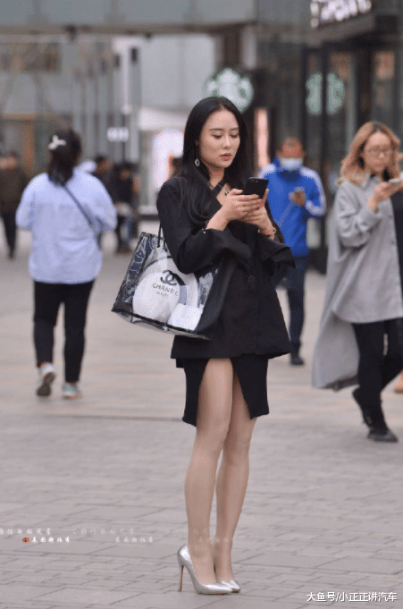 街拍:女神如许穿,是在敷衍本身吗?