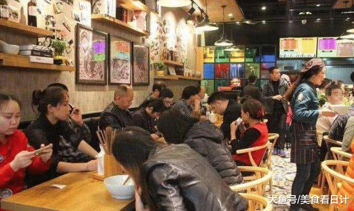 """谢霆锋在北京开面馆,顾客点一碗""""猪蹄面"""",结账时:有没有搞错?"""