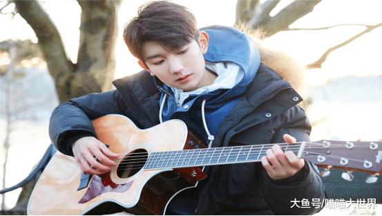 王源尾度回应出国留教,决意把重心放在音乐上,横竖本身才18岁