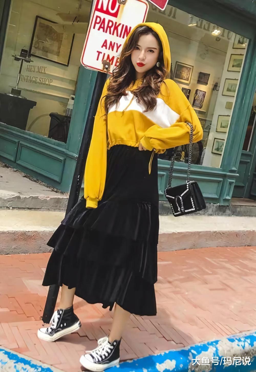 介绍5款上衣+半身裙的搭配,开春最显瘦,照着穿一定不会出错!