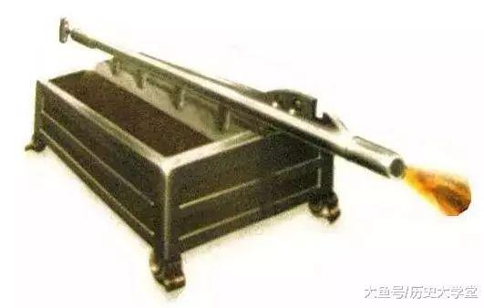 现代最早的喷火器,射程能达6米杀伤力极强便连海战皆合用