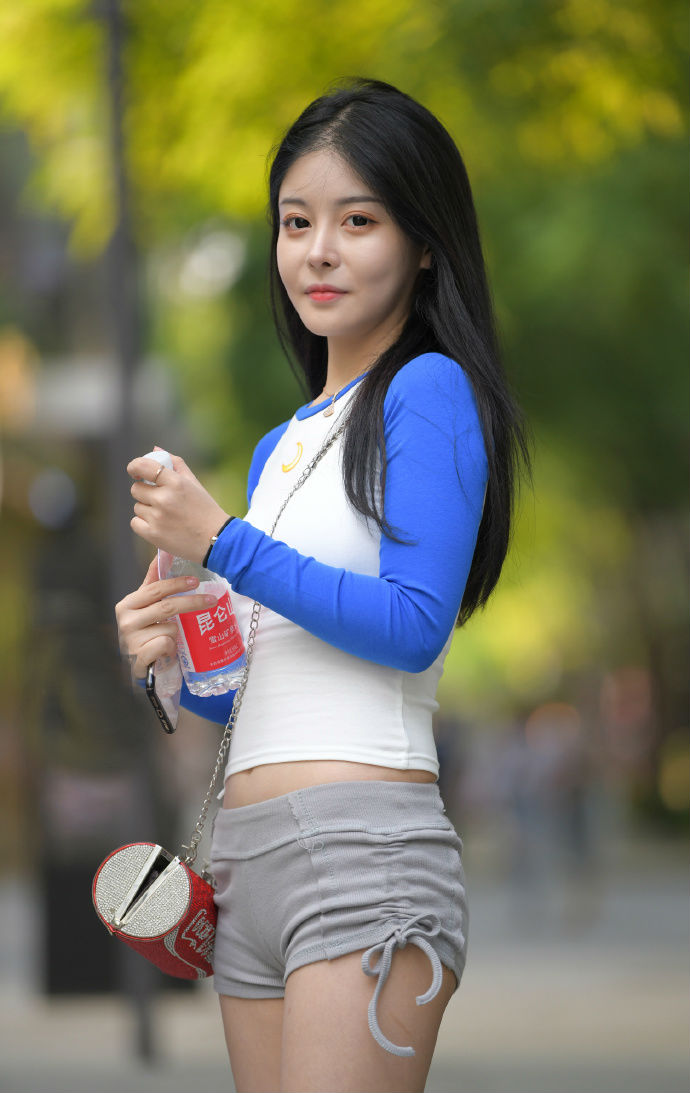 自信才是女孩最美的样子,即使没有完美的身材比例