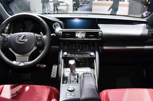 搭配世界顶尖发动机,245马力+8AT,比奥迪Q5还便宜,却卖不动