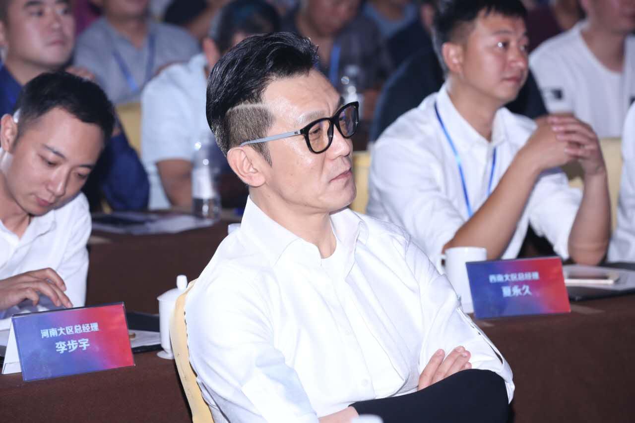 李咏脱离4个月,网友又正里提及哈文痛处,哈文只答复了一个脸色