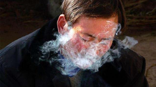 一天要抽一包烟以上的人, 寿命会不会缩短? 专家告诉你实情