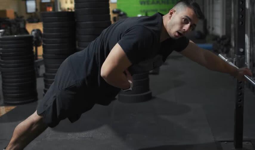 五种俯卧撑举措,提降肌肉迸发力,练出胸年夜肌和肱三头肌!